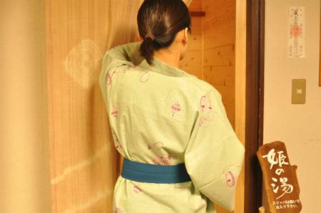 人物 風呂入り口3.jpg